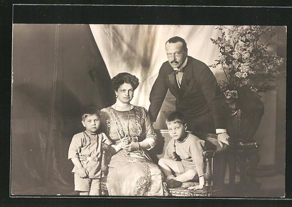 AK Familienportrait Grossherzog Ernst Ludwig von Hessen-Darmstadt mit Frau und Kindern