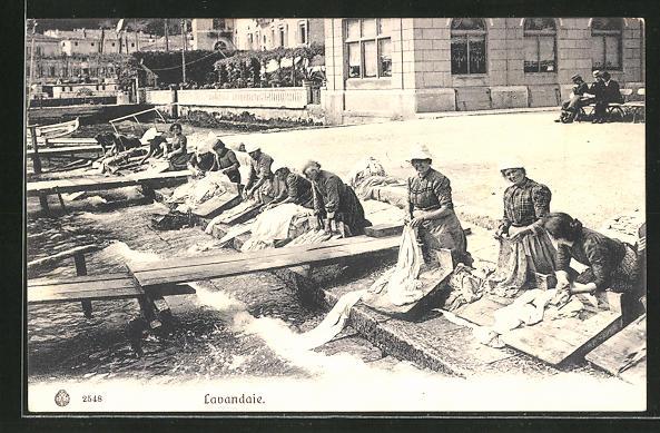 AK Como, Lavandaie, Waschfrauen am Ufer