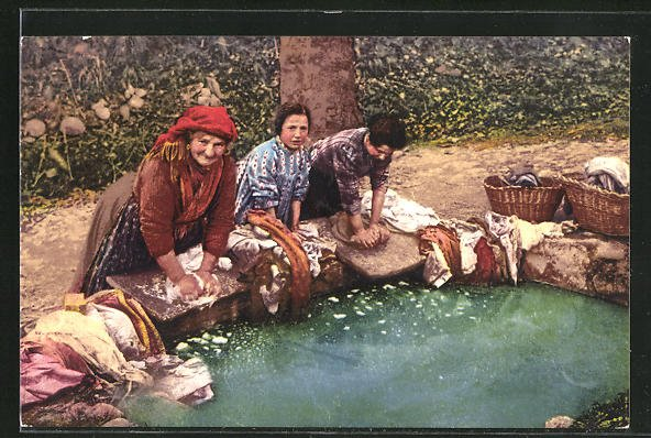 AK Waschfrauen bei der Arbeit am Wasserbecken