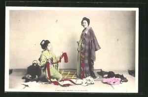 AK O-Koto-San dresses to go Visiting, Japanische Dame kleidet sich für Besuch