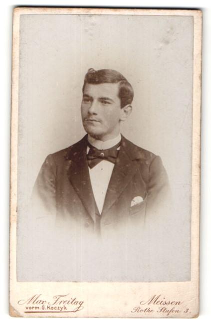 Fotografie Max Freitag, Meissen, Portrait junger Herr mit Seitenscheitel