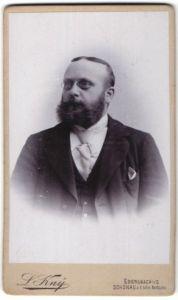 Fotografie L. Kny, Ebersbach i/S, Schönau a/böhm. Nordbahn, Portrait Herr mit Zwicker und Vollbart