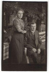 Fotografie unbekannter Fotograf und Ort, Portrait bürgerliches Paar