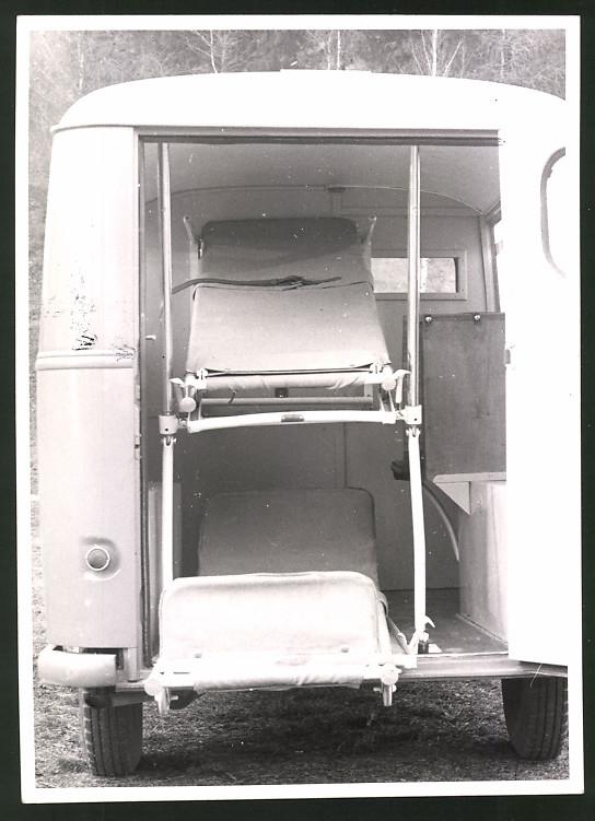 Fotografie Auto Union Krankenwagen, Rettungswagen, Ambulanz-Fahrzeug, rückseitig Stempel: Auto Union Werkfoto