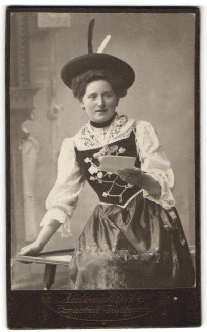 Fotografie Atelier Kleiber, Stuttgart-Cannstatt, Portrait junge Frau in Tracht