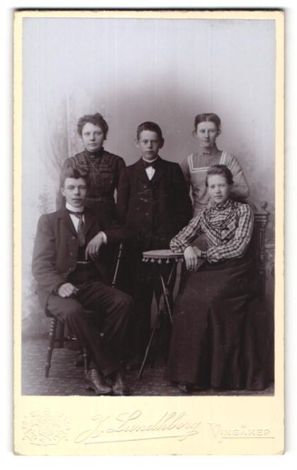Fotografie J. Lundhborg, Vingaker, Portrait Mutter mit ihren vier Kindern