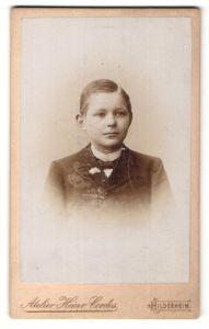 Fotografie Heinr. Cordes, Hildesheim, Portrait Bub in festlicher Garderobe