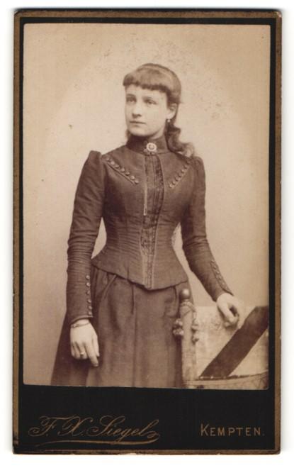 Fotografie F. X. Siegel, Kempten, Portrait Maid in festlicher Garderobe