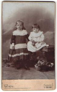 Fotografie Sigmund Bing, Wien, Portrait Mädchen und Kleinkind