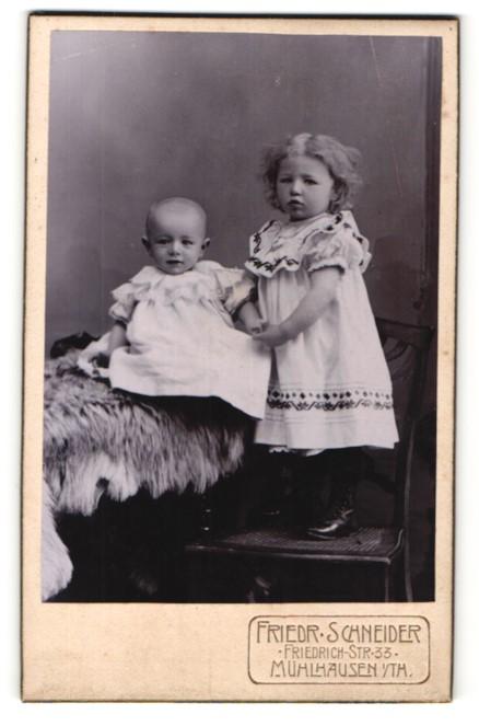 Fotografie Friedr. Schneider, Mühlhausen i/Th, Portrait zwei kleine Geschwister