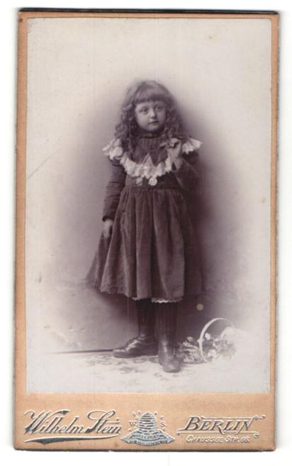 Fotografie Wilhelm Stein, Berlin, Portrait kleines Mädchen mit wallendem Haar