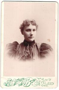 Fotografie F. C. Patmore, Cleveland, OH, Portrait junge Dame mit zusammengebundenem Haar, USA