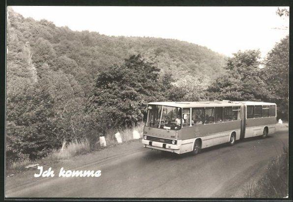 AK Autobus unterwegs auf der Landstrasse