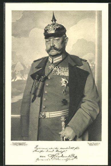 AK Pickelhaube tragender Paul von Hindenburg in Uniform mit Orden
