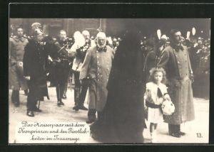 AK Das Kaiserpaar mit dem Kronprinzen und den Fürstlichkeiten im Trauerzuge, Kronprinz von Preussen