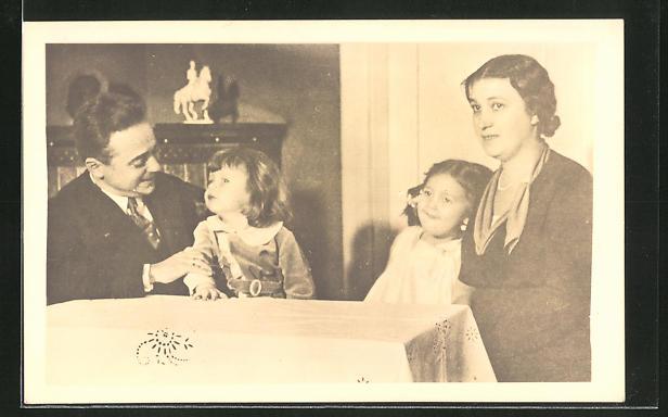 AK Bundeskanzler Dollfuss in privater Atmosphäre mit seiner Familie