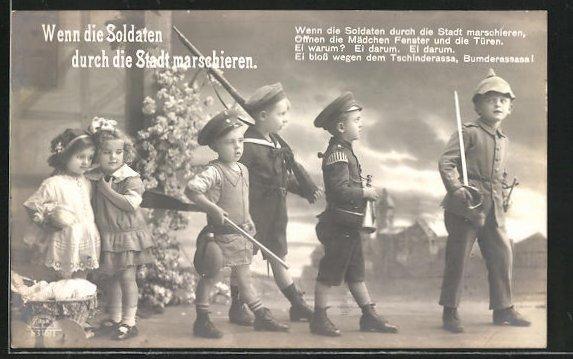 https://img.oldthing.net/7580/32177285/0/n/8232080/AK-Wenn-die-Soldaten-durch-die-Stadt-marschieren-Kindersoldaten-mit-Schwert-und-Gewehr.jpg