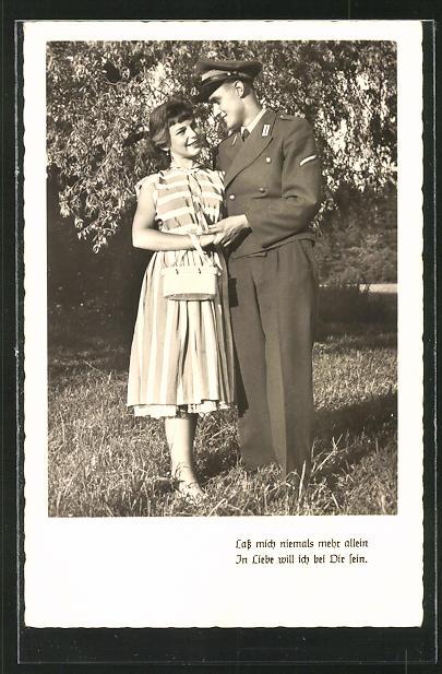 AK Bundeswehr, Soldat mit Frau im Park