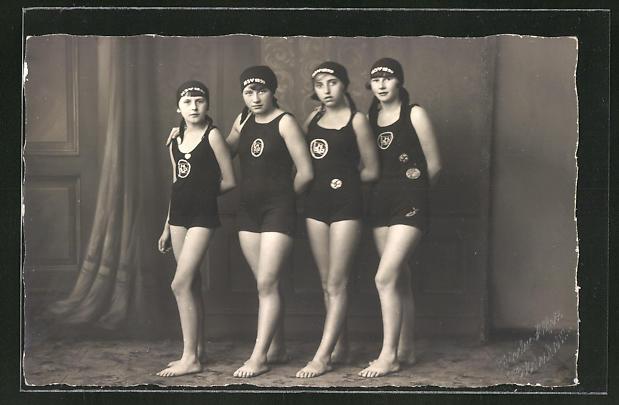 AK Wassersport, Schwimmerinnen im Badeanzug