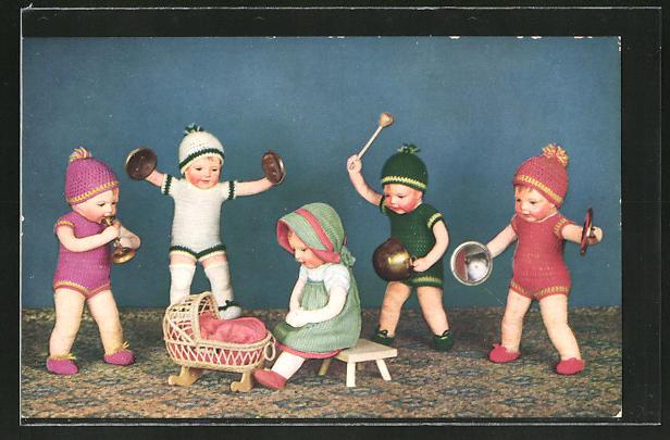 AK Käthe Kruse-Puppe machen Musik mit Töpfen