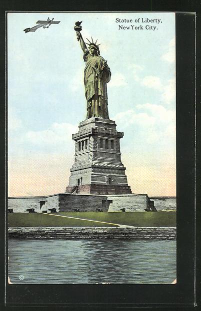 AK New York City, Statue of Liberty, Flugzeug über der Freiheitsstatue
