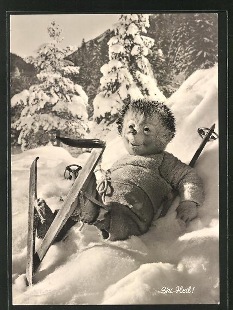 AK Mecki mit Skiern im Schnee
