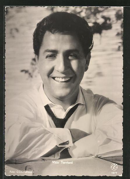AK Schauspieler Vico Torriani in die Kamera lächelnd