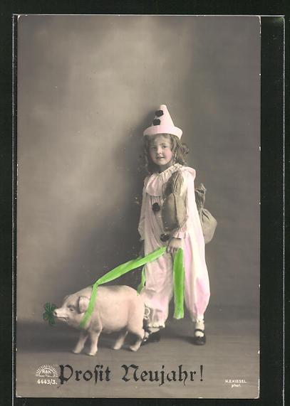 AK Neujahrsgruss, kleines Mädchen mit Schwein