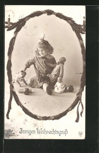 AK Weihnachtsgruss, kleines Mädchen mit Puppen und Spielhund