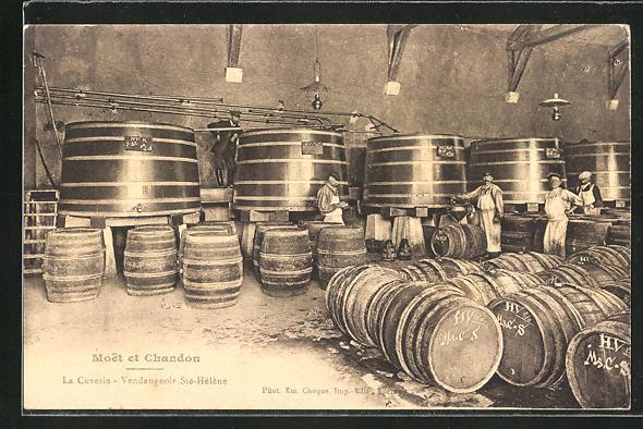 AK Moet et Chandon, La Cuverie - Vendangeoir Ste-Hélène, Weinfässer