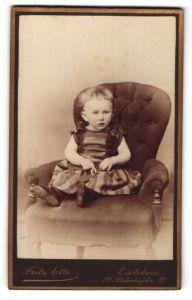 Fotografie Fritz Ette, Eisleben, Portrait kleines Mädchen in Kleidchen
