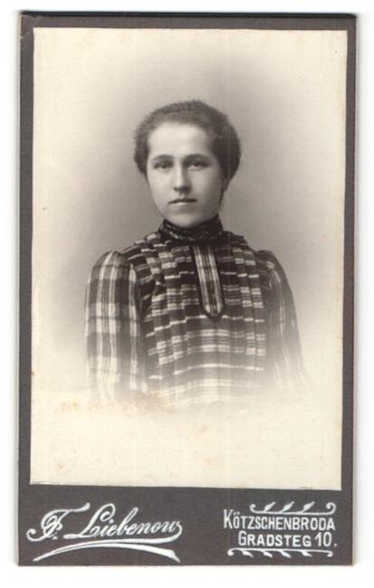Fotografie F. Liebenow, Kötzschenbroda, Portrait Fräulein in karierter Bluse