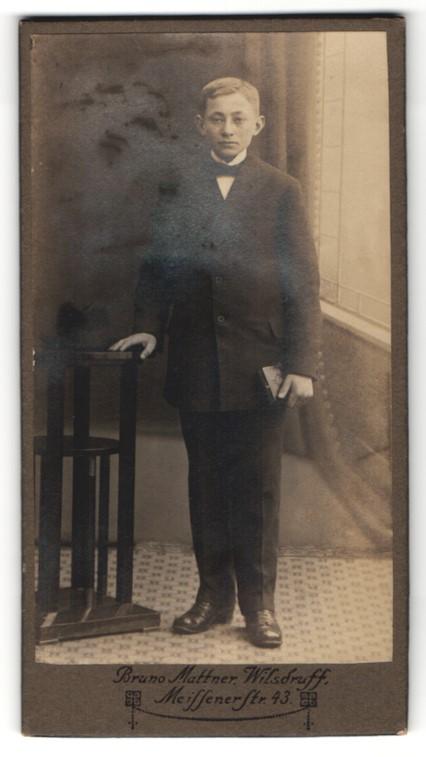 Fotografie Bruno Mattner, Wilsdruff, Portrait Bub in feierlichem Anzug