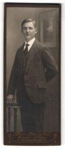 Fotografie Max Hentschel, Dresden-Löbtau, Portrait junger Mann in Anzug