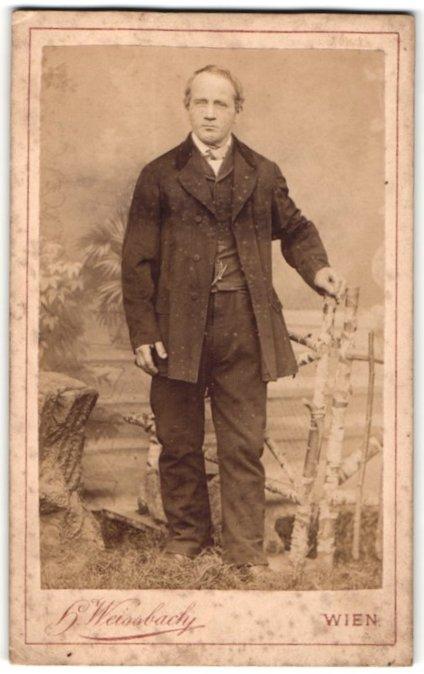 Fotografie H. Weissbach, Wien, Portrait Herr in Anzug