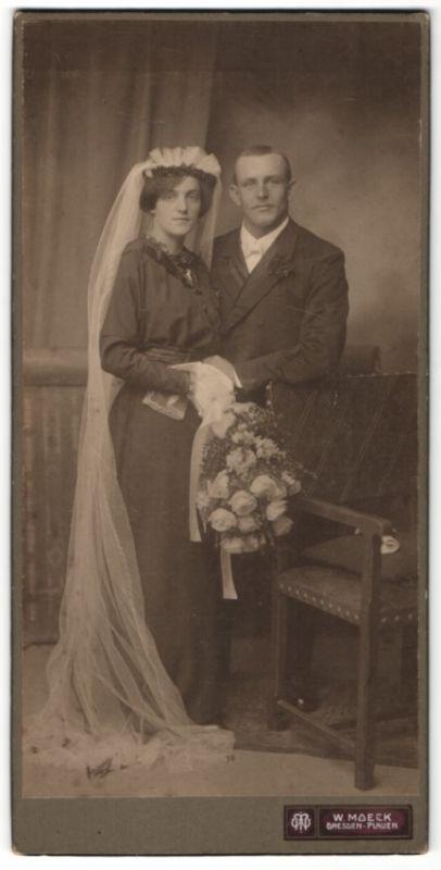 Fotografie W. Moeck, Dresden, Hochzeitspaar im feinen Zwirn kurz nach der Trauung