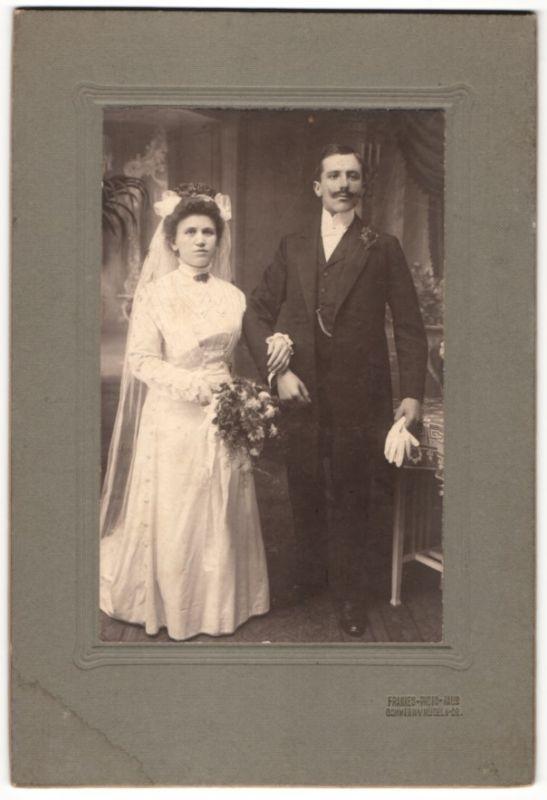 Fotografie Franke's Atelier, Gommern, Hochzeitspaar kurz nach der Trauung