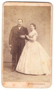 Fotografie Matzner & Raentz, Wien, Portrait bürgerliches Paar in Abendgarderobe