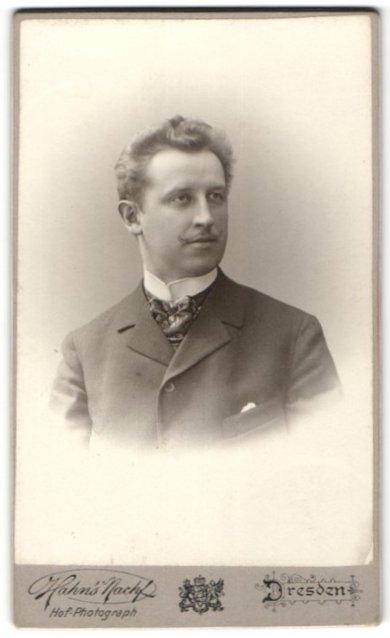 Fotografie Hahn's Nachfolger, Dresden, Portrait Herr mit zeitgenöss. Frisur