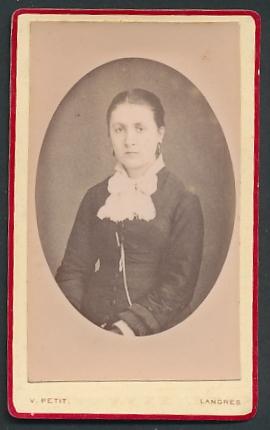 Fotografie V. Petit, Langres, Portrait junge Dame mit zusammengebundenem Haar