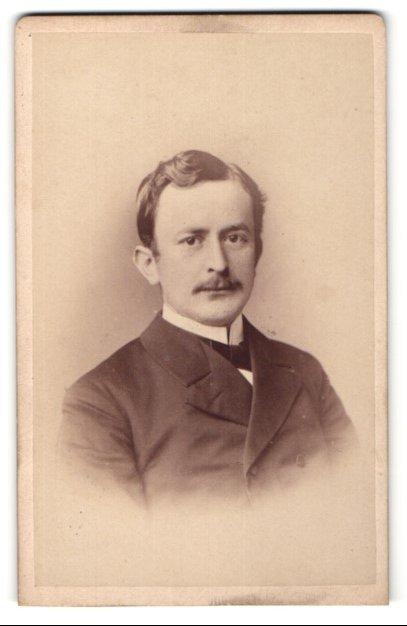 Fotografie Teich Hanfstaengl, Dresden, Portrait Herr mit Oberlippenbart