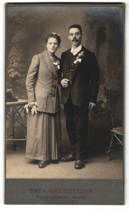 Fotografie Drea Kranzfelder, Gloggnitz, Portrait junges Paar in festlicher Garderobe