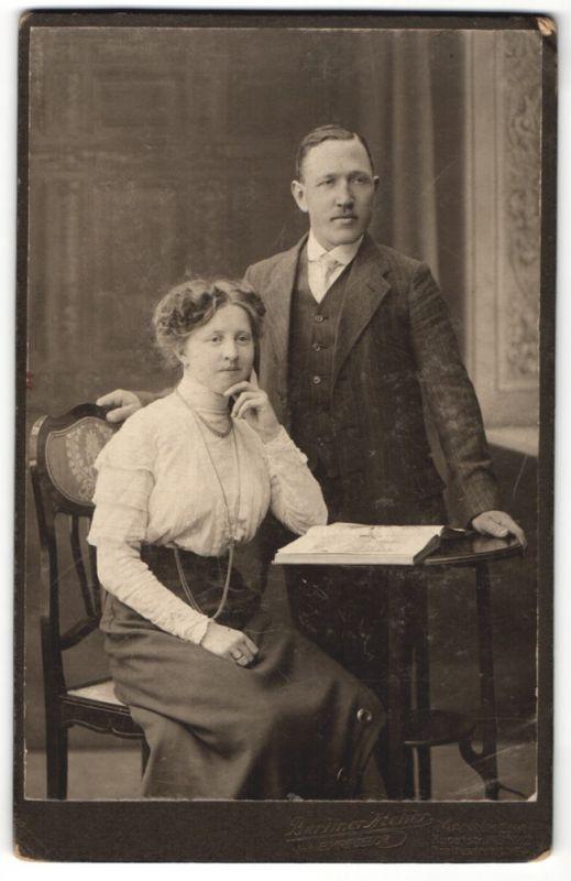 Fotografie E. Kregeloh, Mannheim, Portrait junges bürgerliches Paar