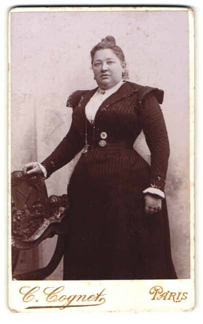 Fotografie C. Cognet, Paris, Portrait Frau in Kleid