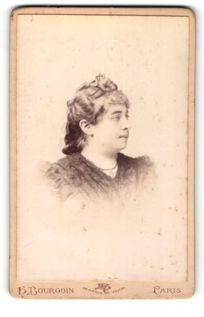 Fotografie H. Bourgoin, Paris, Profilportrait Dame mit zeitgenöss. Frisur