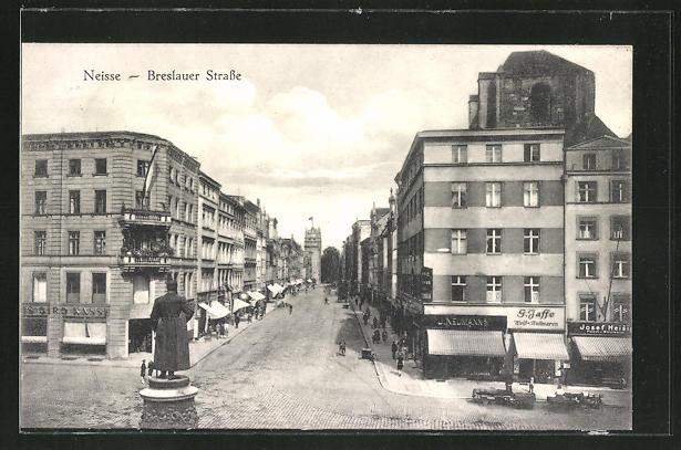 AK Neisse, Blick in die Breslauer Strasse mit Geschäften