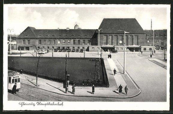 AK Gleiwitz, Partie vor dem Hauptbahnhof, Strassenbahn