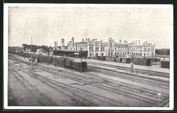 AK Brest-Litowsk, Züge stehen auf den Gleisen des Bahnhofs