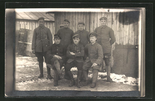 Foto-AK Sieben deutsche Kriegsgefangene