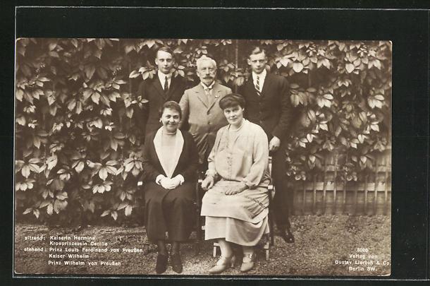 AK Kaiserin Hermine, geb. Reuss, Kronprinczessin Cecilie, Prinz Louis Ferdinand, Kaiser Wilhelm und Prinz Wilhelm